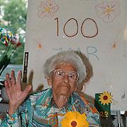 Mw. teeuwissen wordt 100 jaar in de Bolder Huizen