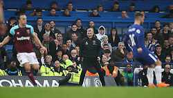 West Ham United manager David Moyes (centre) during the Premier League match at Stamford Bridge, London.