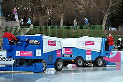 06-01-2011 SCHAATSEN: EC ALLROUND: BUDAPEST<br /> 500 meter / Zamboni prepare the ice<br /> ©2011-FotoHoogendoorn.nl