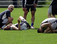 Marco Streller und Marco Zwyssig nach einem heftigen Zusammenstoss,(Streller hat sein Bein gebrochen). © Valeriano Di Domenico/EQ Images
