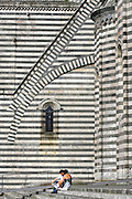 ORVIETO, ITALY - 27/05/2007 - TRAVEL,.scene at the Duomo..duomo, umbria, stripes, pattern, couple, romance, ...© Christophe VANDER EECKEN
