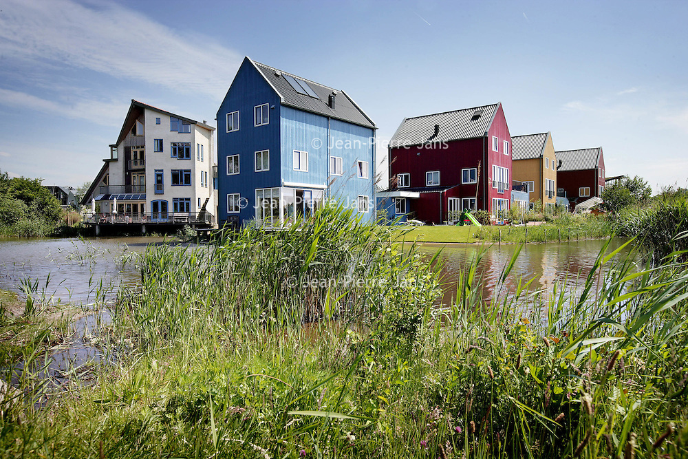 Nederland,Culemborg, 27 May 2008.Ecological new housing estate in  in Culemborg. Ecowijk in Culemborg.