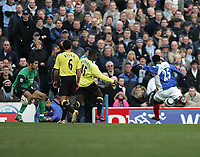 Photo: Lee Earle.<br /> Portsmouth v Manchester City. The Barclays Premiership. 11/03/2006. Pompey's Benjani Mwaruwari (R) fails to score when clear through on goal.
