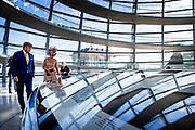 BERLIJN, 06-07-2021, Bundestag<br /> <br /> Koning Willem Alexander en Koningin Maxima tijdens het Staatsbezoek aan Duitsland. Het bezoek aan Berlijn vormt de afronding van een reeks deelstaatbezoeken die het Koninklijk Paar sinds 2013 aan Duitsland heeft gebracht. <br /> FOTO: Brunopress/POOL<br /> <br /> King Willem Alexander and Queen Maxima during the state visit to Germany. The visit to Berlin concludes a series of state visits that the Royal Couple has made to Germany since 2013. FOTO: Brunopress/Patrick van Emst<br /> <br /> Op de foto / On the photo: Koningspaar bezoekt De bondsdag. Het Duitse parlement wordt voorgezeten door de bondsdagpresident Wolfgang Schauble /// The royal couple visits The Bundestag. The German parliament is chaired by Bundestag President Wolfgang Schauble