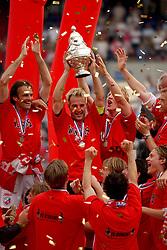 01-06-2003 NED: Amstelcup finale FC Utrecht - Feyenoord, Rotterdam<br /> FC Utrecht pakt de beker door Feyenoord met 4-1 te verslaan met oa Patrick Zwaanswijk, Etienne Shew-Atjon, dave van den Bergh, Pascal Bosschaart, Dirk Kuyt, Igor Gluscevic, Harols Wapenaar