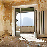 abandoned building, empty room with window