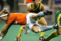 WK Hockey. halve finale. Nederland-Australie 1-4. Remco van Wijk loopt vast op de Australische verdediging.