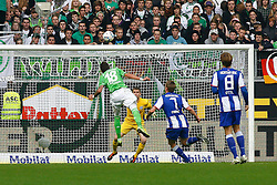 29.10.2011,Volkswagen Arena, Wolfsburg, GER, 1.FBL, VFL Wolfsburg vs Hertha BSC Berlin, im Bild Mario Mandzukic (Wolfsburg #18) koepft den ball nur knapp ueber das tor von Thomas Kraft (Berlin #35) .// during the match from GER, 1.FBL,VFL Wolfsburg vs Hertha BSC Berlin  on 2011/10/29, Volkswagen Arena, Wolfsburg, Germany..EXPA Pictures © 2011, PhotoCredit: EXPA/ nph/  Schrader       ****** out of GER / CRO  / BEL ******