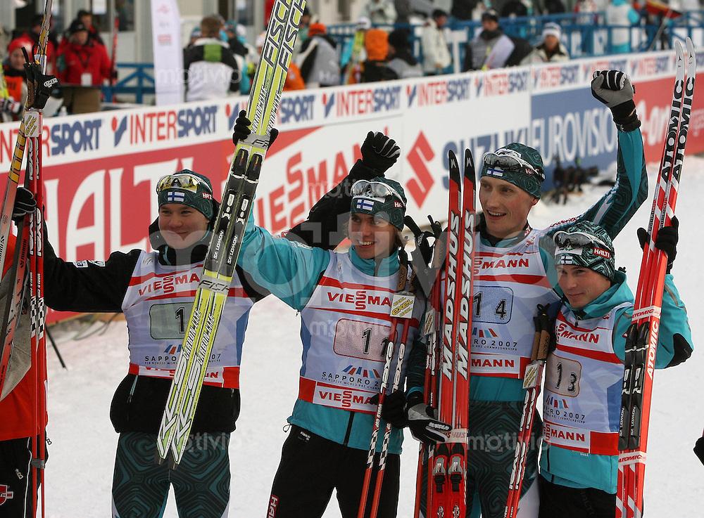 Sapporo , 250207 , Nordische Ski Weltmeisterschaft  Nordische Kombination Teamwettbewerb ,  Hannu MANNINEN , Jaako TALLUS , Janne RYYNAENEN und Anssi KOIVURANTA (alle FIN) jubeln ueber den Sieg