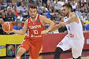 DESCRIZIONE : Berlino Berlin Eurobasket 2015 Group B Turkey Italy <br /> GIOCATORE : Melih Mahmutoglu<br /> CATEGORIA : Palleggio<br /> SQUADRA : Turkey<br /> EVENTO : Eurobasket 2015 Group B <br /> GARA : Turkey Italy<br /> DATA : 05/09/2015 <br /> SPORT : Pallacanestro <br /> AUTORE : Agenzia Ciamillo-Castoria/Mancini Ivan<br /> Galleria : Eurobasket 2015 <br /> Fotonotizia : Berlino Berlin Eurobasket 2015 Group B Turkey Italy