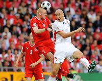 Fotball , 7. juni 2007 , EM Sveits - Tsjekkia<br /> v.l. Philippe Senderos Schweiz, Jan Koller<br /> EURO 2008 Vorrunde Schweiz - Tschechien<br /> Norway only