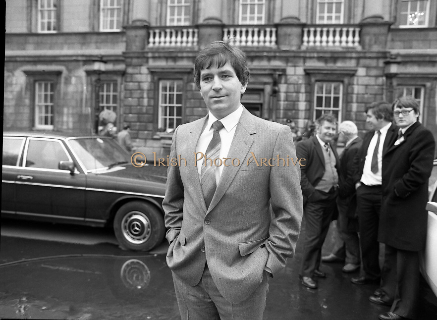 TDs arrive for the opening session of the 23rd Dáil...9-03-82.03-09-1982.9th March 1982..Pictured At Leinster House. ..All smiles on opening day..Kildare Fianna Fáil TD Charley McGreevy