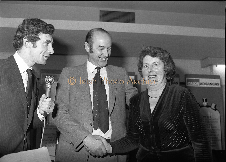 "Calor Kosangas Housewife of the Year - Dublin Regional Final.26/10/1982  26.10.1982..""Calor Kosangas Housewife Of The Year 1982"". Dublin Regional Final..The final was held in the Gresham Hotel,O'Connell St,Dublin. The winner was Mrs.,Deirdre Ryan,Derrypatrick,Drumree,Co Meath..Mr Morgan O'Sullivan (left) and Mr John Duignan,Managing Director, C&F Ltd.with Mrs O'Connor,28 Charleston Road,Ranelagh, Dublin"