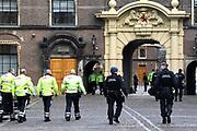 Koning Willem-Alexander en kroonprinses Victoria van Zweden zijn bij de viering van het 20-jarig jubileum van de inwerkingtreding van het Verdrag Chemische Wapens (CWC) en de oprichting van de Organisatie voor het Verbod van Chemische Wapens (OPCW). De ceremonie vond plaats in de Ridderzaal in Den Haag. <br /> <br /> King Willem-Alexander and Crown Princess Victoria of Sweden are celebrating the 20th anniversary of the entry into force of the Chemical Weapons Convention (CWC) and the establishment of the Organization for the Prohibition of Chemical Weapons (OPCW). The ceremony took place in the Ridderzaal in The Hague.<br /> <br /> Op de foto / On the photo:  Beveiliging / Security
