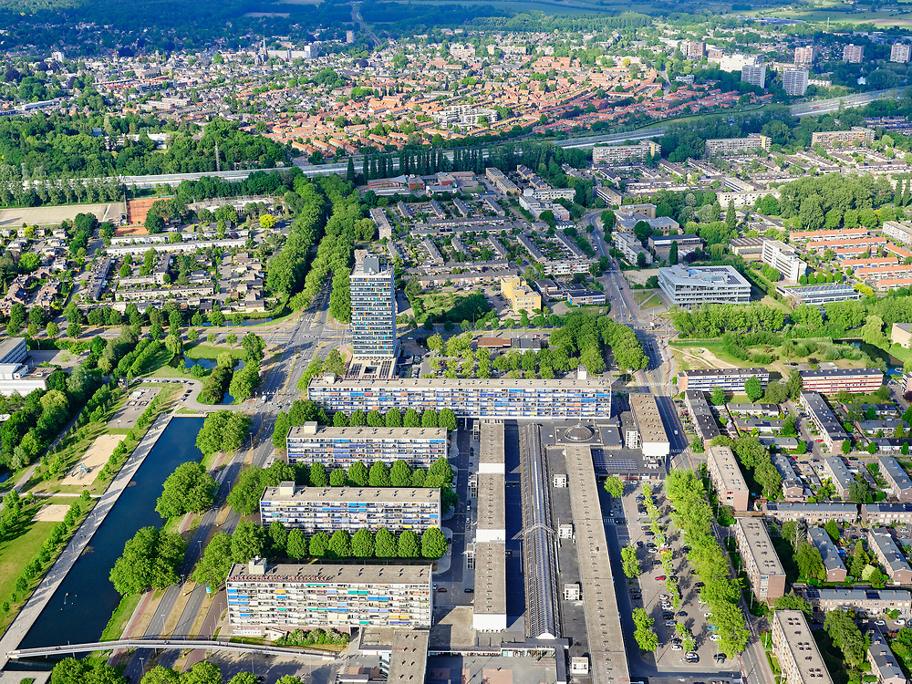 Nederland, Gelderland, Arnhem, 29-05-2019; de wijk Presikhaaf - met gelijknamig winkelcentrum.<br /> The Presikhaaf district - with a shopping center of the same name.<br /> <br /> luchtfoto (toeslag op standaard tarieven);<br /> aerial photo (additional fee required)<br /> copyright © 2020 foto/photo Siebe Swart