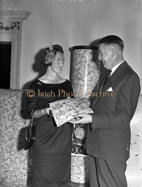 09/09/1960<br /> 09/09/1960<br /> 09 September 1960<br /> Sandran vinyl floor demonstration at the Shelbourne Hotel, Dublin. At the reception held by Williamson-Sandura Ltd, Lancaster, was Mr H. Priestley, Joint Managing Director Williamson-Sandura Ltd., seen discussing the qualities of the new floor covering with Dublin housewife, Mrs Cormac Morgan.