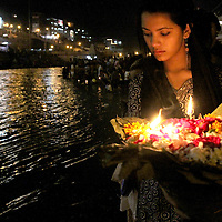 Soma Sharan places a memorial flower boat in the Ganges River during the daily Aarti ceremony in Haridwar, India.<br /> Photo by Shmuel Thaler <br /> shmuel_thaler@yahoo.com www.shmuelthaler.com