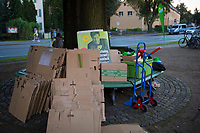 Teltow, 10.09.2021: Ein Wahlplakat mit dem Bild von Dr. Robert Habeck, Bundesvorsitzender von BÜNDNIS 90/DIE GRÜNEN, steht am Rande einer Wahlkampfveranstaltung von BÜNDNIS 90/DIE GRÜNEN mit der Grünen-Kanzlerkandidatin.