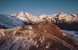 THEMENBILD - Blick auf die Strasse mit den frisch verschneiten Bergen und dem Grossglockner nach Sonnenaufgang beim fuschertörl. Die Grossglockner Hochalpenstrasse verbindet die beiden Bundeslaender Salzburg und Kaernten und ist als Erlebnisstrasse vorrangig von touristischer Bedeutung, aufgenommen am 11. September 2019 in Fusch a. d. Grossglocknerstrasse, Österreich // View of the road with the freshly snowed-in mountains and the Grossglockner after sunrise at fuschertörl. The Grossglockner High Alpine Road connects the two provinces of Salzburg and Carinthia and is as an adventure road priority of tourist interest, Fusch a. d. Grossglocknerstrasse, Austria on 2019/09/11. EXPA Pictures © 2019, PhotoCredit: EXPA/ JFK