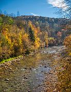 Bieszczady (woj. podkarpackie), 2018-10-12. Jesień w Bieszczadach, rzeka Solinka.