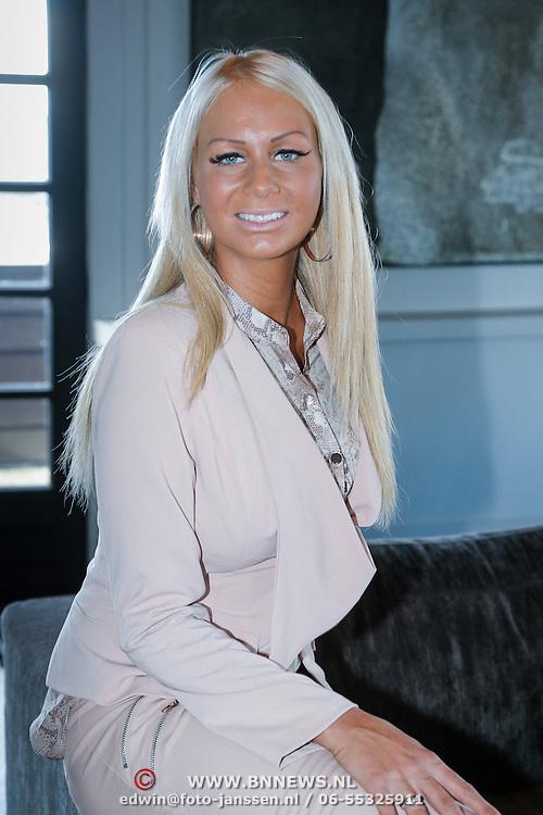 NLD/Loosdrecht/20130221 - Perspresentatie RTL programma Huisje Boompje Barbie, Samantha de Jong