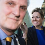 NLD/Hilversum/20140310 - Konining Maxima opent Week van het Geld 2014, met brugemeester Pieter Broertjes