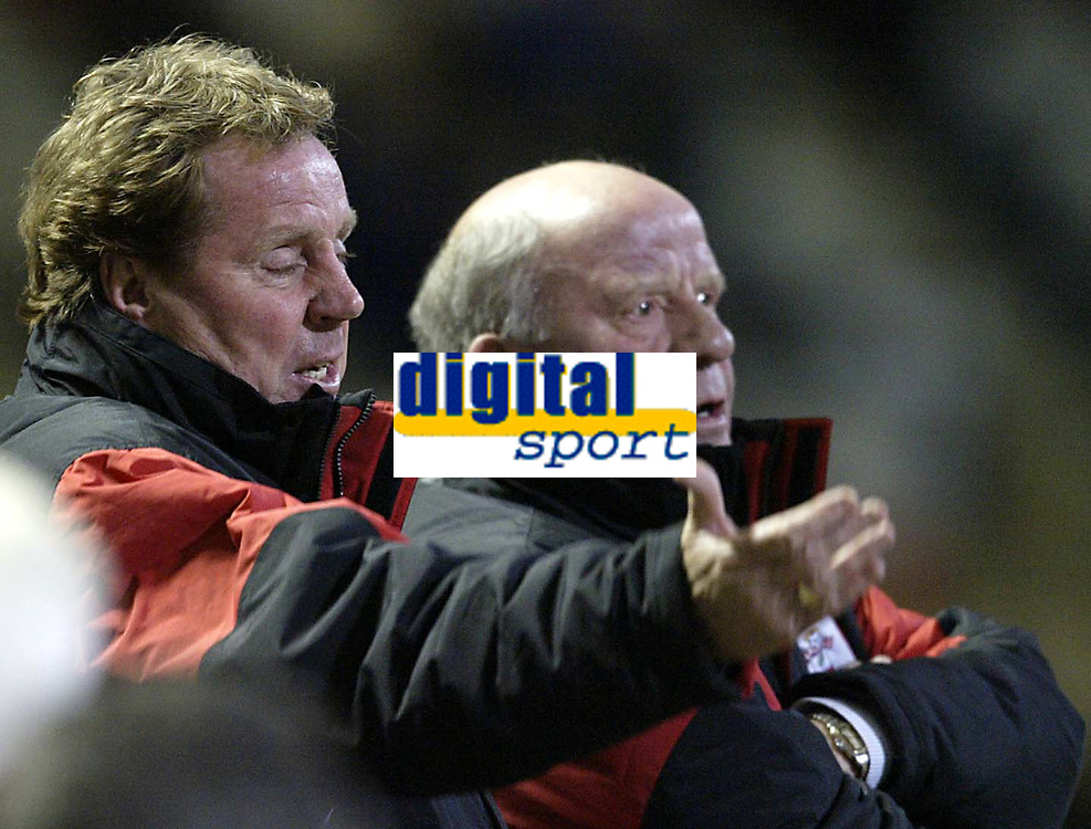 Fotball<br /> England 2004/2005<br /> Foto: SBI/Digitalsport<br /> NORWAY ONLY<br /> <br /> Bolton Wanderers v Southampton<br /> FA Barclays Premiership<br /> 19/04/2005<br /> <br /> Southampton managment Harry Redknapp and Jim Smith dont like what they are seeing on the pitch