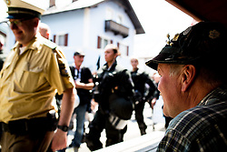 05.06.2015, Garmisch Partenkirchen, GER, G7 Gipfeltreffen auf Schloss Elmau, Circa 300 Menschen demonstrieren in Garmisch-Patenkirchen gegen den G7-Gipfel im benachbarten Elmau, im Bild Anwohner mit Hut vor Demonstration // during Protest of the G7 opponents prior to the scheduled G7 summit which will be held from 7th to 8th June 2015 in Schloss Elmau near Garmisch Partenkirchen. Garmisch Partenkirchen, Germany on 2015/06/05. EXPA Pictures © 2015, PhotoCredit: EXPA/ Eibner-Pressefoto/ Gehrling<br /> <br /> *****ATTENTION - OUT of GER*****