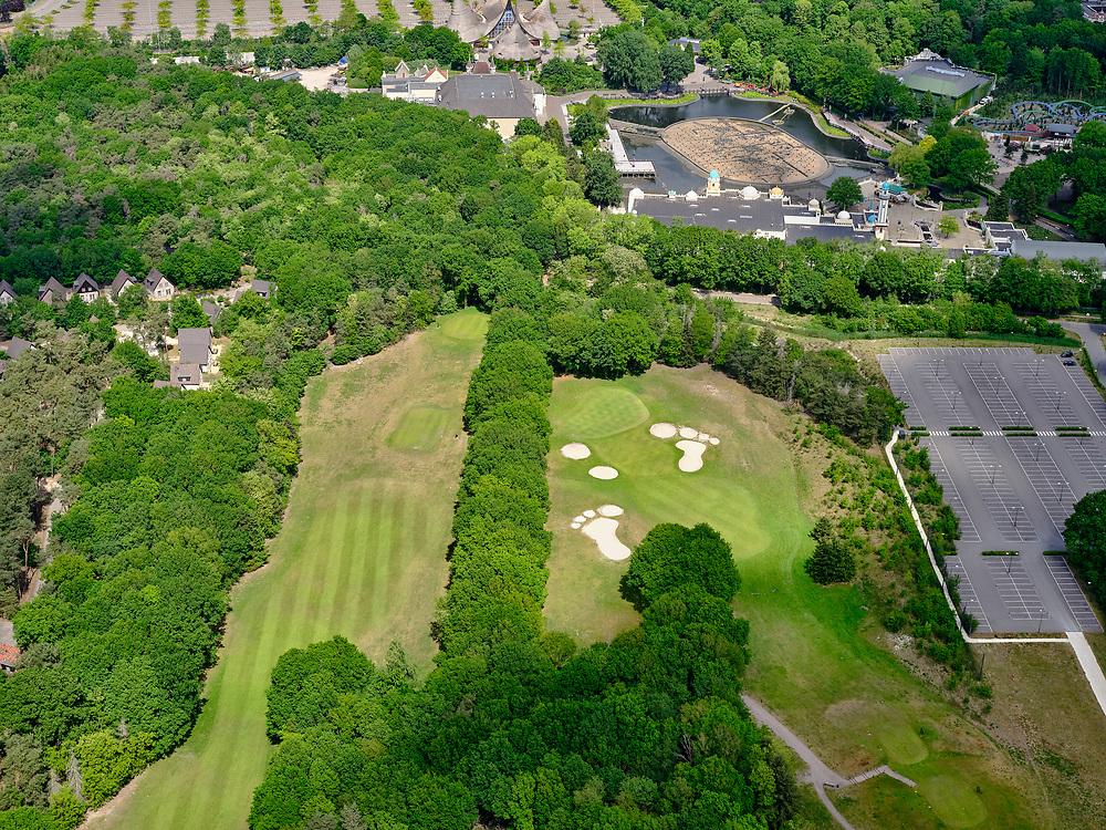 Nederland, Noord-Brabant, Gemeente Loon op Zand, 14-05-2020; Kaatsheuvel, attractiepark de Efteling. De attractie is gesloten als gevolg van de richtlijnen van het RIVM, het parkeerterrein is leeg. <br /> Kaatsheuvel, the Efteling theme park. The attraction is closed due to the guidelines of the RIVM, the parking lot is empty.<br /> luchtfoto (toeslag op standard tarieven);<br /> aerial photo (additional fee required)<br /> copyright © 2020 foto/photo Siebe Swart