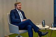 BILTHOVEN, 09-02-2021 ,RIVM<br /> <br /> Koning Willem Alexander tijdens een werkbezoek in het kader van het vaccinatieprogramma COVID-19. De Koning bezoekt achtereenvolgens de XL-vaccinatielocatie in Houten en het Coronabedrijf in Rijnsweerd van de GGD regio Utrecht en het RIVM in Bilthoven.<br /> <br /> King Willem Alexander during a working visit as part of the COVID-19 vaccination program. De Koning will successively visit the XL vaccination location in Houten and the Corona company in Rijnsweerd of the GGD region of Utrecht and the RIVM in Bilthoven. <br /> <br /> Op de foto / On the photo: Koning bezoekt het Logistiek Coördinatiecentrum COVID-vaccinatie bij het RIVM in Bilthoven