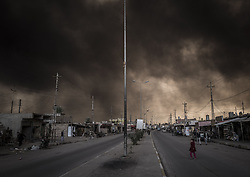 November 2, 2016 - Al Qayyarah, Nineveh Governorate, Iraq - Smoke rises from burning oil fields set by ISIS at Al Qayyarah. Iraq's special forces entered the outskirts of Mosul and were advancing despite fierce fighting by ISIS fighters. (Credit Image: © Bertalan Feher via ZUMA Wire)