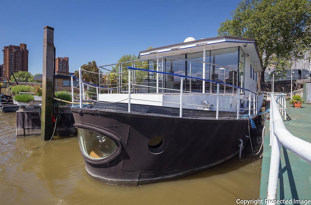 Houseboat Encantada, Chelsea, London by James Wyman Architects