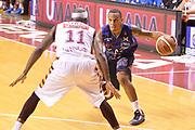 DESCRIZIONE : Venezia campionato serie A 2013/14 Reyer Venezia EA7 Olimpia Milano <br /> GIOCATORE : Curtis Jerrells<br /> CATEGORIA : palleggio<br /> SQUADRA : EA7 Olimpia Milano<br /> EVENTO : Campionato serie A 2013/14<br /> GARA : Reyer Venezia EA7 Olimpia<br /> DATA : 28/11/2013<br /> SPORT : Pallacanestro <br /> AUTORE : Agenzia Ciamillo-Castoria/A.Scaroni<br /> Galleria : Lega Basket A 2013-2014  <br /> Fotonotizia : Venezia campionato serie A 2013/14 Reyer Venezia EA7 Olimpia  <br /> Predefinita :