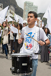 Studenten unterstützen mit einer Kundgebung in Bogota den Friedensvertrag zwischen der Regierungs und der Farc / 090916 *** Bogota, Cundinamarca, Colombia - 09.09.2016        <br />