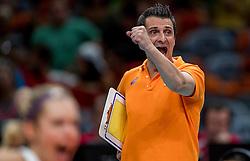 08-08-2016 BRA: Olympic Games day 3, Rio de Janeiro<br /> De Nederlandse volleybalsters vormen voor iedereen inmiddels een ploeg om rekening mee te houden. De wedstrijd tegen regerend wereldkampioen Amerika ging nipt verloren; 2-3 in sets (25-18, 18-25, 25-21, 20-25 en 8-15) / Coach Giovanni Guidetti