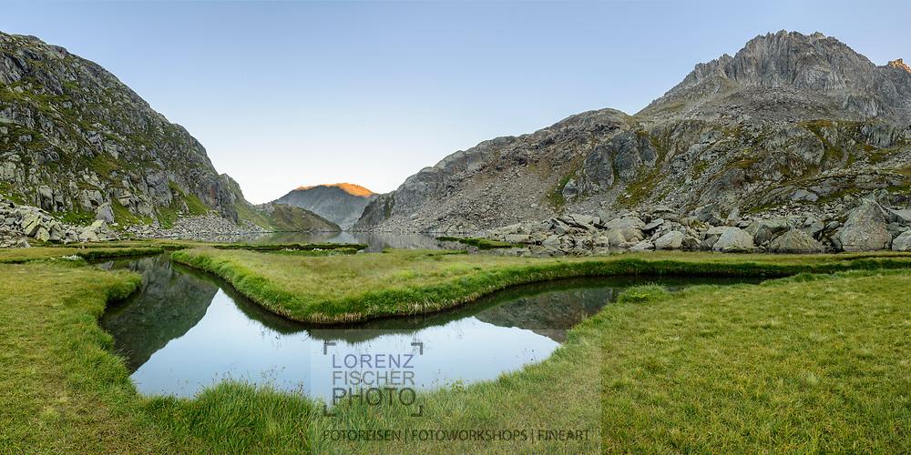 Abendliche und spätsommerliche Impressionen am Tomasee (Lai da Tuma, 2345) in der Nähe des Oberalp-Passes (2044), der als Quelle des Rheins gilt, und im Bundesinventar der Landschaften von nationaler Bedeutung aufgeführt ist. Der Tomasee liegt im Bündner Oberland in der sogenannten Surselva.