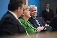27 NOV 2013, BERLIN/GERMANY:<br /> Sigmar Gabriel (L), SPD Parteivorsitzender, Angela Merkel (M), CDU Parteivorsitzende und geschaeftsfuehrende Bundeskanzlerin, Horst Seehofer (R), CSU Vorsitzender und Ministerpraesident Bayern, Pressekonferenz zur Einigung ueber einen Koalitionsvertrag, Bundespressekonferenz<br /> IMAGE: 20131127-01-041<br /> KEYWORDS: BPK