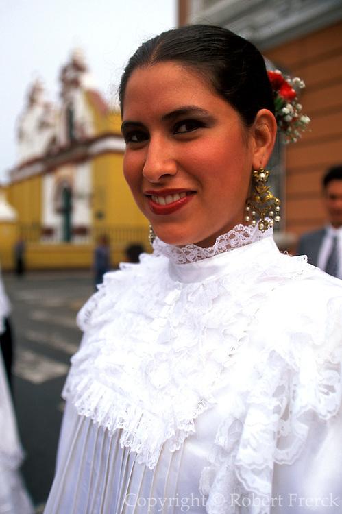 PERU, TRUJILLO, FESTIVALS dancers in colonial dress parade