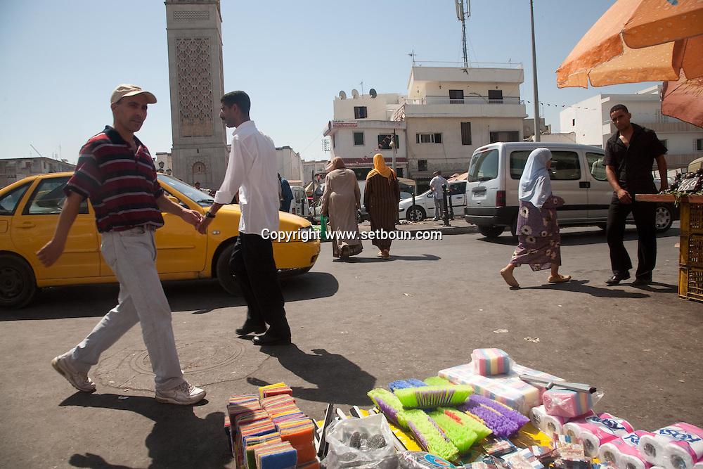 BAB el Jazirah market  in The Medina, the old historical city center  Tunis - Tunisie  .///.Bab El Jazirah marche de quartier . La medina , la vielle cité hsitorique, marché , bazar   Tunis - Tunisie .///.TUNIS017