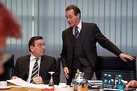 09 JAN 2005, BERLIN/GERMANY:<br /> Gerhard Schroeder (L), SPD, Bundeskanzler, und Franz Muentefering (R), SPD Parteivorsitzender, vor Beginn der Sitzung des SPD Praesidiums zum Auftakt der Klausurtagungen, Willy-Brandt-Haus<br /> IMAGE: 20050109-01-013<br /> KEYWORDS: Präsidium, Gerhard Schröder, Franz Müntefering
