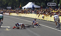 Sykkel<br /> Tour de France 2004<br /> 2. etappe<br /> 05.07.2004<br /> Foto: PhotoNews/Digitalsport<br /> NORWAY ONLY<br /> <br /> CHARLEROI - NAMUR<br /> <br /> Kurt-Asle Arvesen og Jimmy Casper fikk et ublidt møte med bakken