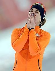 09-02-2014 SCHAATSEN: OLYMPIC GAMES: SOTSJI<br /> Ireen Wust is dolblij als het goud op de 3000 meter binnen is.<br /> ©2014-FotoHoogendoorn.nl<br />  / Sportida