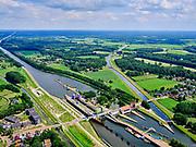 Nederland, Gelderland, Gemeente Lochem, 21–06-2020; Twentekanaal (Zutphen - Enschede) metsluiscomplexSluis Eefde,rijksmonument uit 1933.<br /> Twente Canal (Zutphen - Enschede) with lock complex Sluis Eefde, national monument from 1933.<br /> <br /> luchtfoto (toeslag op standaard tarieven);<br /> aerial photo (additional fee required)<br /> copyright © 2020 foto/photo Siebe Swart