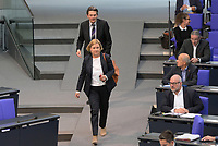 DEU, Deutschland, Germany, Berlin, 07.05.2020: Eva Högl (SPD) und SPD-Fraktionschef Dr. Rolf Mützenich bei der Plenarsitzung im Deutschen Bundestag. Högl wurde heute zur neuen Wehrbeauftragten des Bundestags gewählt.