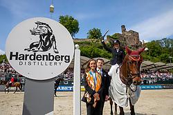 BORMANN Finja (GER), A Crazy son of Lavina<br /> Nörten-Hardenberg - Burgturnier 2018<br /> Siegerehrung<br /> Preis der Hardenberg Distillery & des Glaswerkes Ernstthal<br /> Großer Preis um die Goldene Peitsche<br /> Internationale Springprüfung mit Stechen (1,60 m)<br /> Übergabe eines Mitsubishi Siegerfahrzeugs durch MITSUBISHI MOTORS in Deutschland<br /> 19. Mai 2019<br /> © www.sportfotos-lafrentz.de/Stefan Lafrentz
