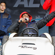 NLD/Amsterdam/20160116 - Photocall en premiere Ride Along 2, Kevin Hart in een speelgoed auto