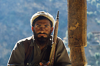 Afghanistan, vallée du Kunar, Moudjahidin combatant contre l'armée russe - 1984. // Afghanistan, Kunar valley, freedom fighter (moudjahidin) again russian army. 1984.