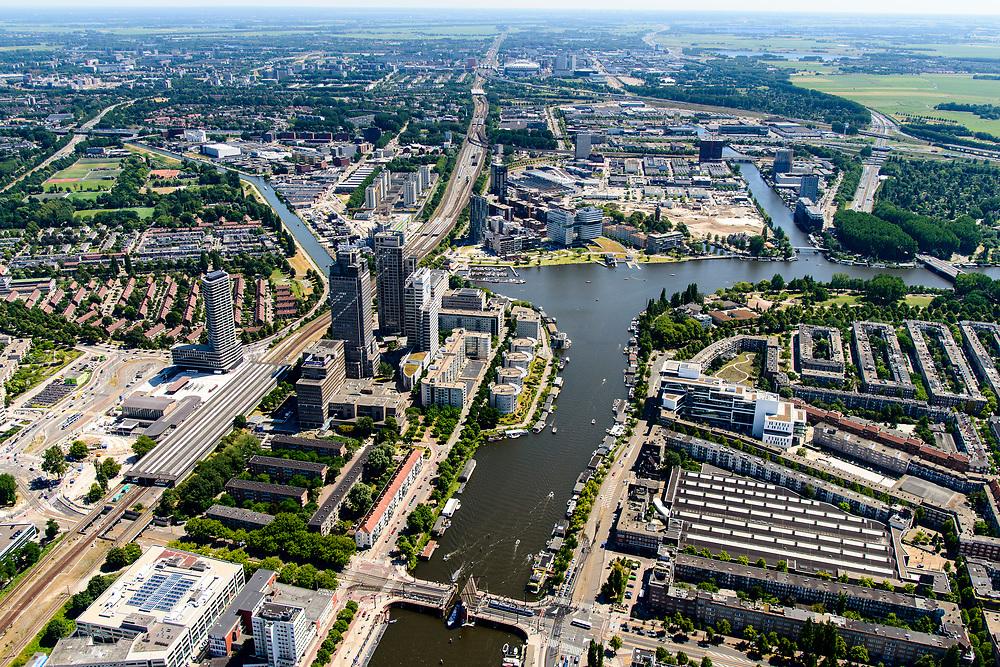 Nederland, Noord-Holland, Amsterdam, 29-06-2018; Amsterdam-Zuid Rivierenbuurt met Amstel en zicht op Amstelstation, Omval en de Berlagebrug. Rechtsonder in beeld Remise Lekstraat (GVB) en de Apenrots aan de President Kennedylaan..<br /> South-Amsterdam, well to do neigborhood Rivierenbuurt.<br /> <br /> luchtfoto (toeslag op standard tarieven);<br /> aerial photo (additional fee required);<br /> copyright foto/photo Siebe Swart