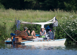 © Licensed to London News Pictures. 15/06/2021. Henley-on-Thames, UK. A couple enjoy breakfast in a boat on the edge of the River Thames at Henley-on-Thames in Oxfordshire on a hot summer's morning. Photo credit: Ben Cawthra/LNP