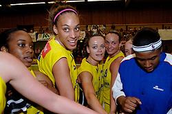 20-05-2006 BASKETBAL: FINALE PLAYOFF BINNENLAND - YELLOW BIKE: BARENDRECHT<br /> Yellow Bike verslaat Binnenland in eigenhuis en neemt nu een 3-1 voorsprong in de serie best of seven / Naomi Halman, Jessica van den Berg, Romy Calderon en Cherie Lea<br /> ©2006-WWW.FOTOHOOGENDOORN.NL